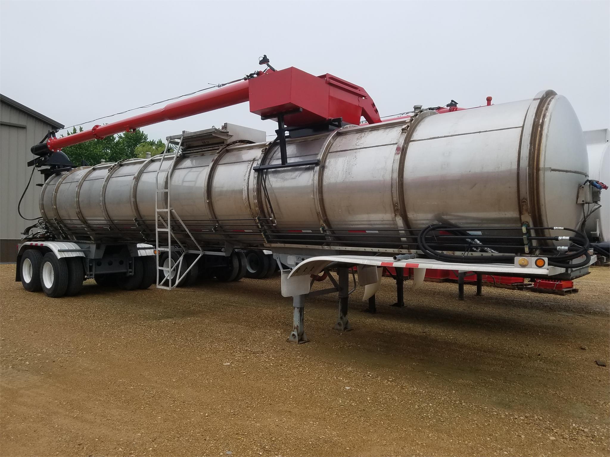 Fruehauf 6500 GAL Tank