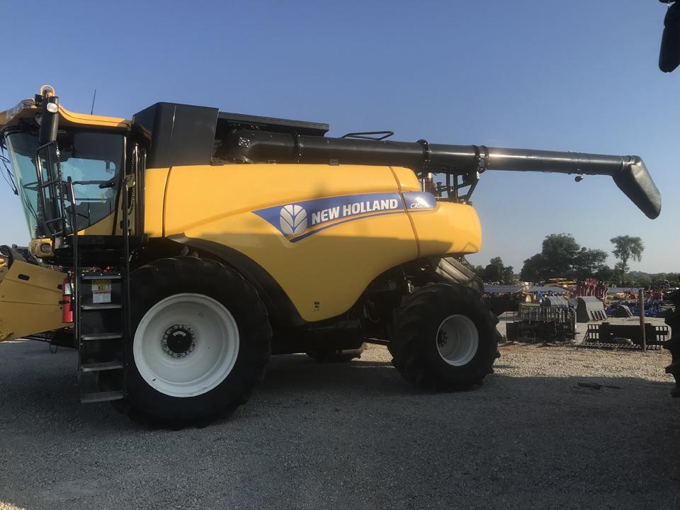 2014 New Holland Cr8090 Combine Rochester Indiana 219 000