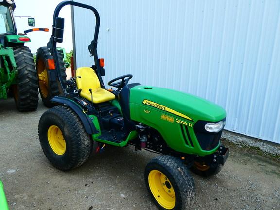 2014 John Deere 2032R Tractor