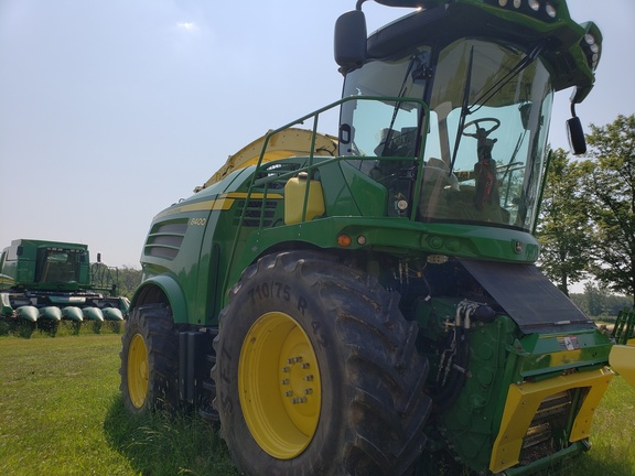 2017 John Deere 8400 Self-Propelled Forage Harvester
