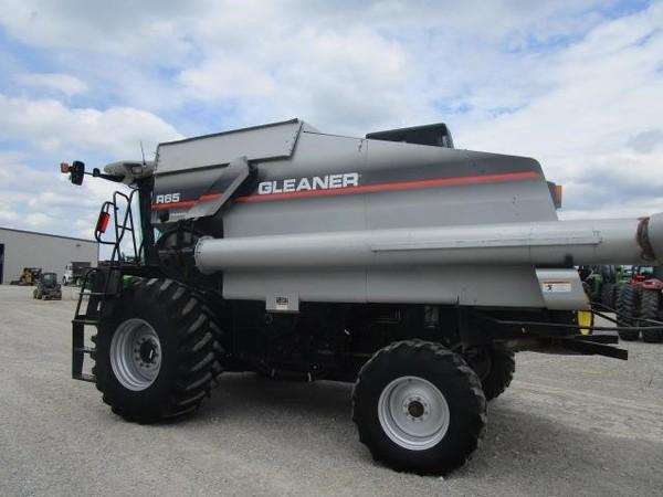 2005 Gleaner R65 Combine
