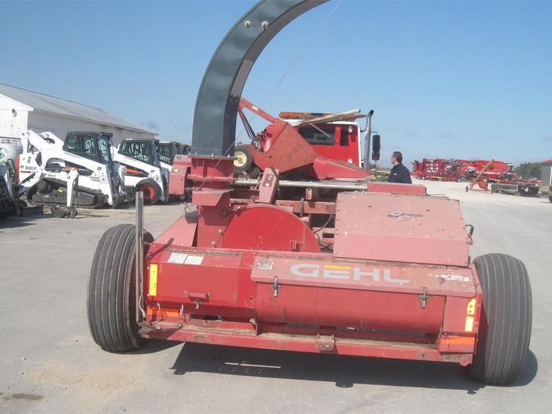 1999 Gehl 1075 Pull-Type Forage Harvester