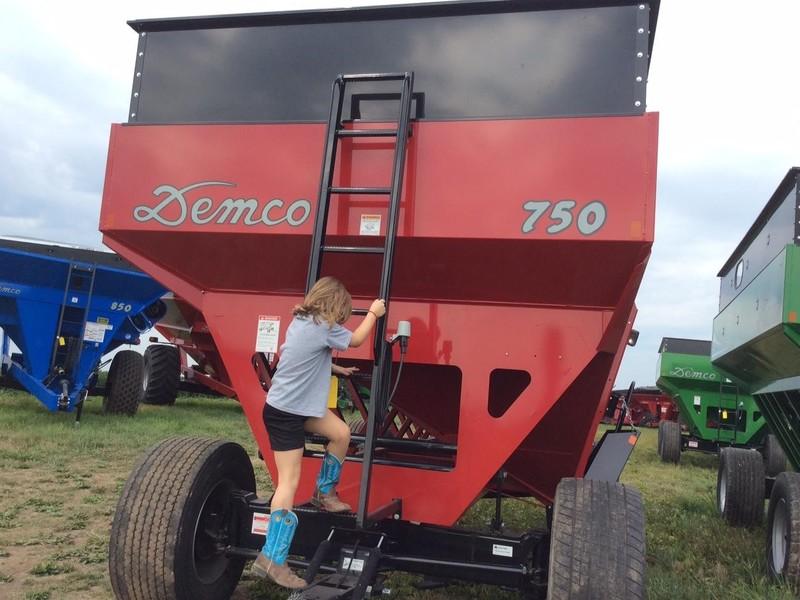 2017 Demco 750 Gravity Wagon