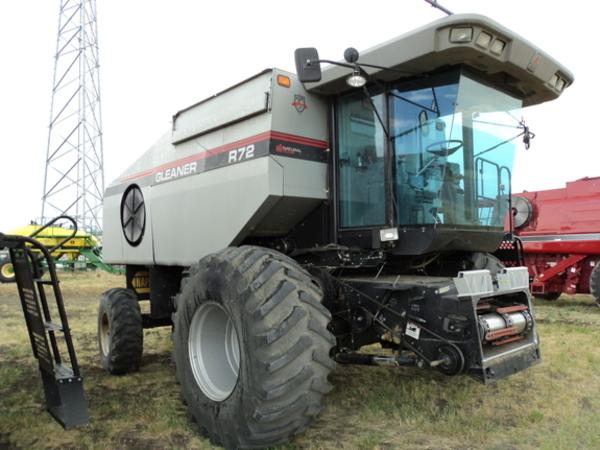1998 Gleaner R72 Combine