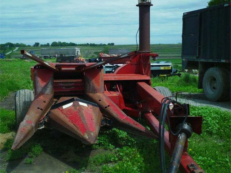 International Harvester 830 Pull-Type Forage Harvester