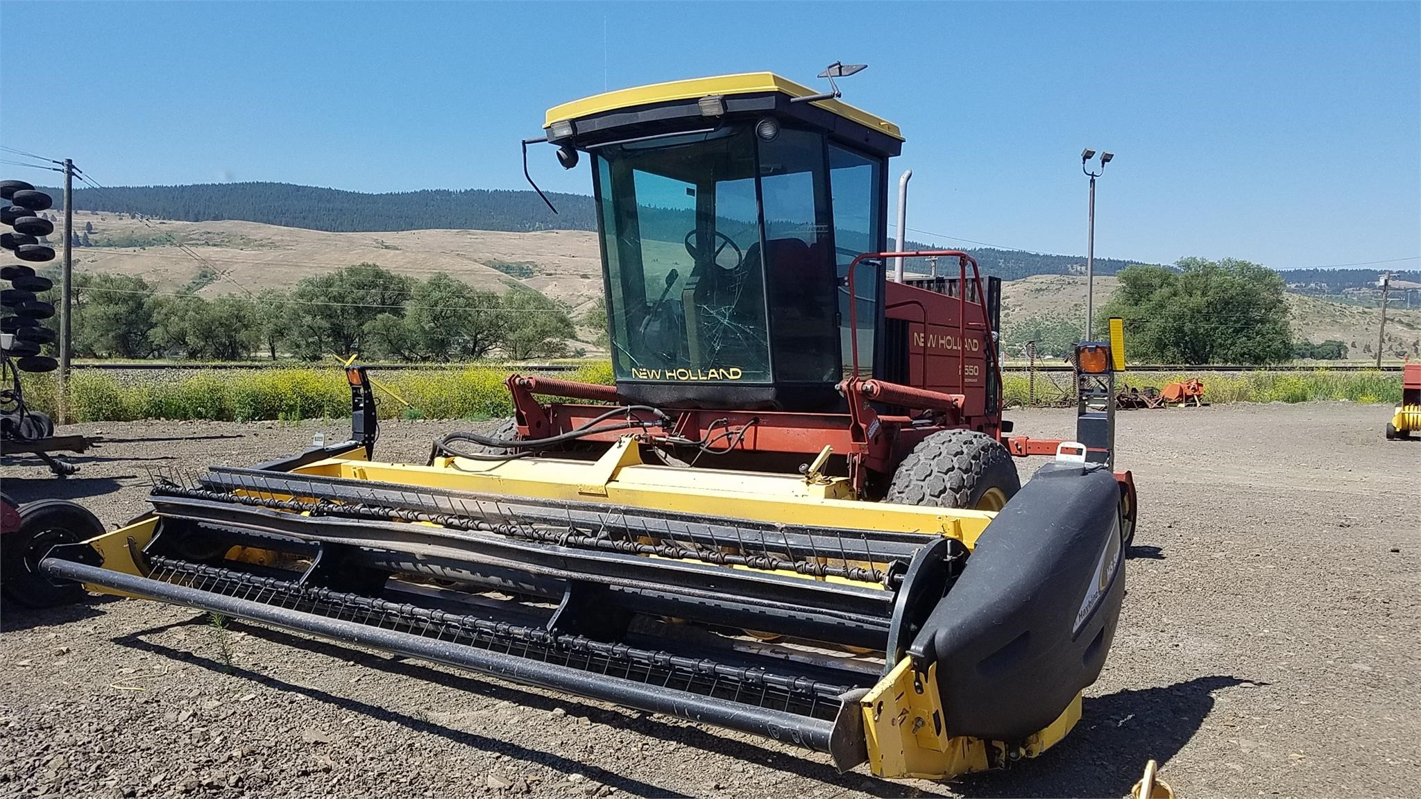 1995 New Holland 2550 Self-Propelled Windrowers and Swather