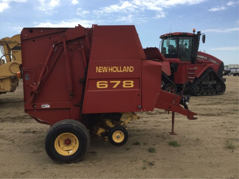 2000 New Holland 678 Round Baler