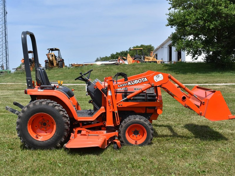 1999 Kubota B2400HSD Tractor