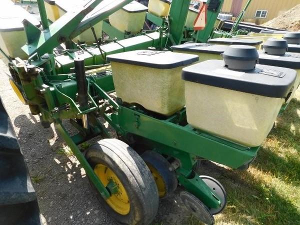 1982 John Deere 7000 Planter