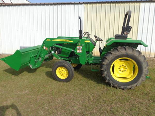 2014 John Deere 5045D Tractor