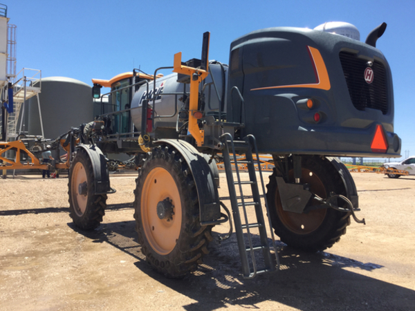 2015 Hagie STS14 Self-Propelled Sprayer