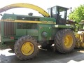 John Deere 6850 Self-Propelled Forage Harvester