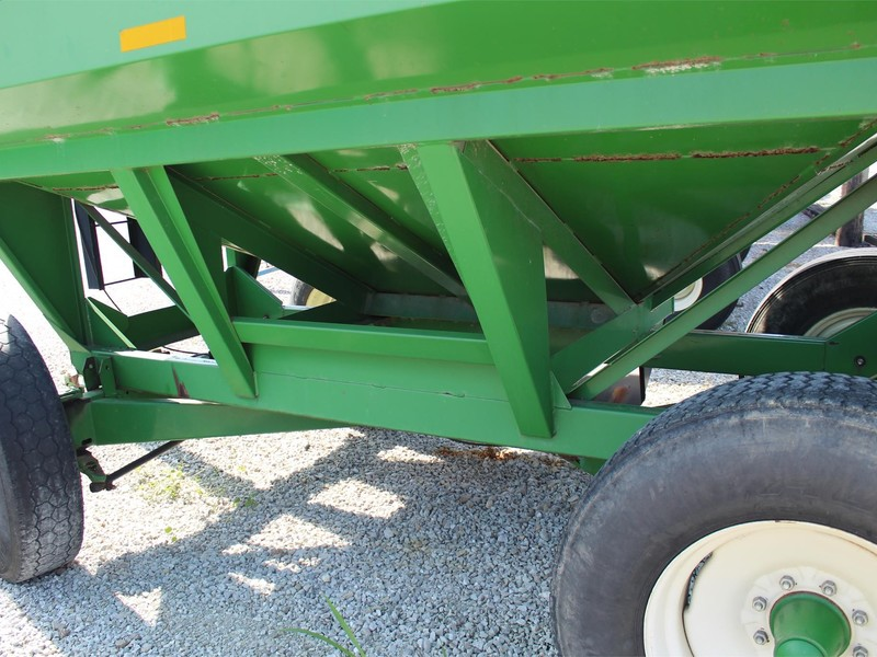 Unverferth 325 Gravity Wagon