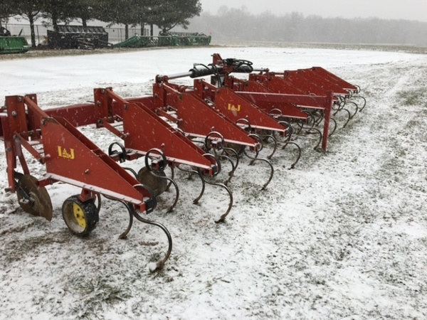 2012 I & J 8 Row Cultivator