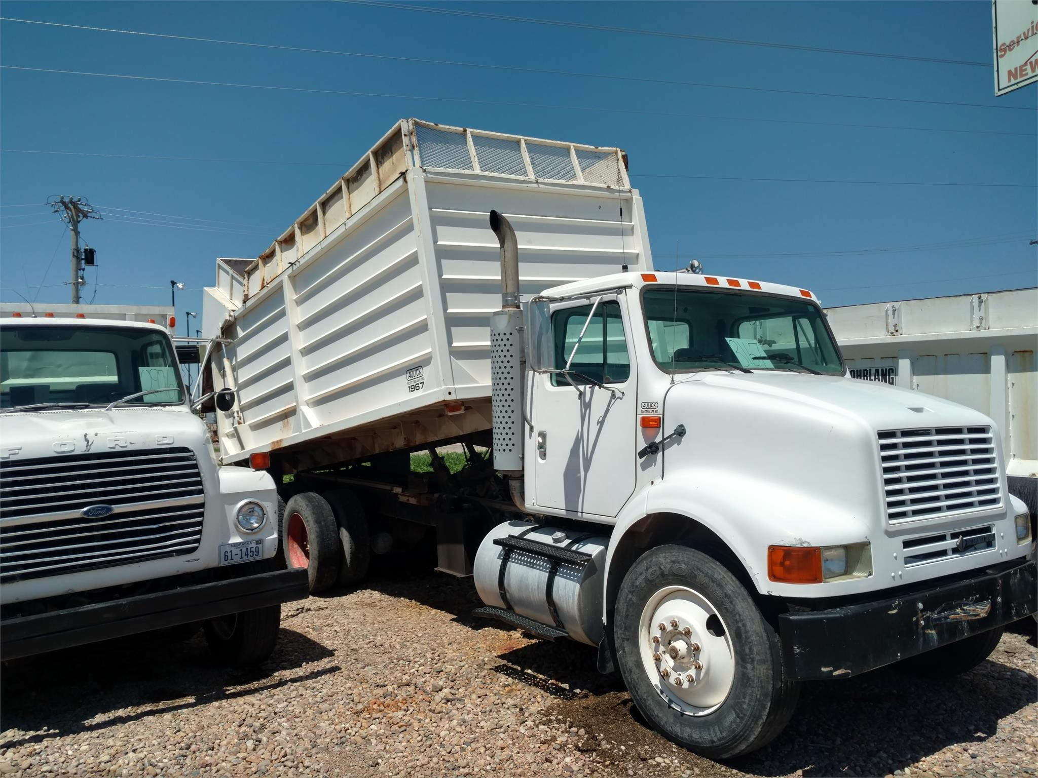 1995 Aulick Industries Dump Cart Grain Cart