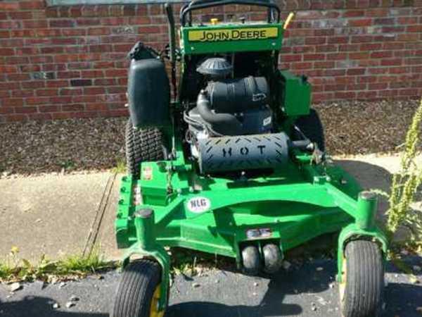 2015 John Deere 648R Lawn and Garden