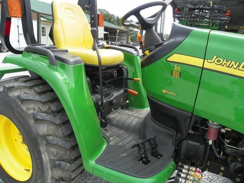 2006 John Deere 3520 Tractor