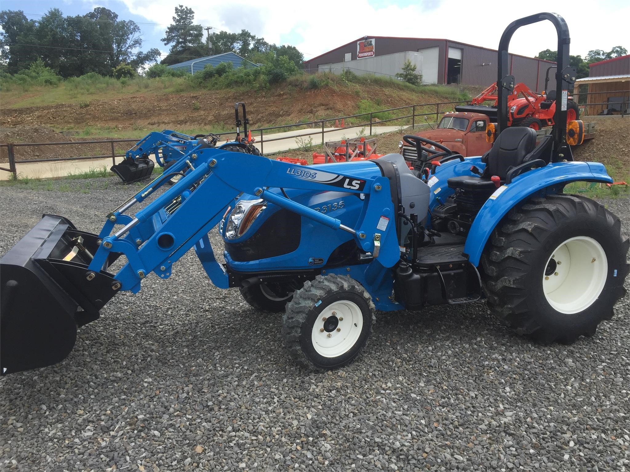 2019 LS XR3135H Tractor