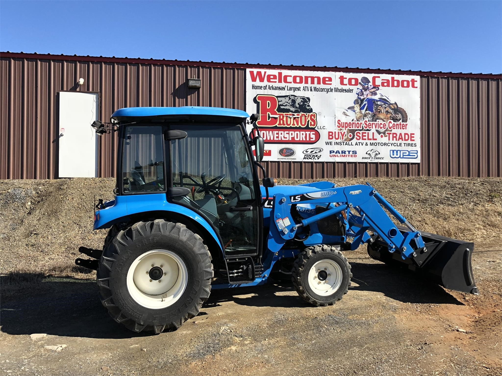 2021 LS XR3135C Tractor
