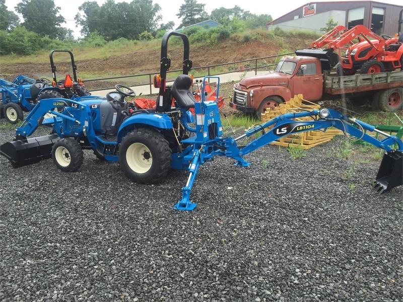 2019 LS XJ2025 Tractor