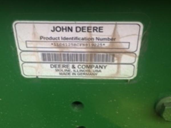 2015 John Deere 6125R Tractor