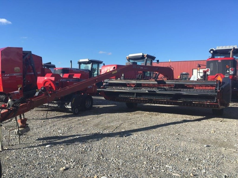 2005 Case IH SCX100 Pull-Type Windrowers and Swather