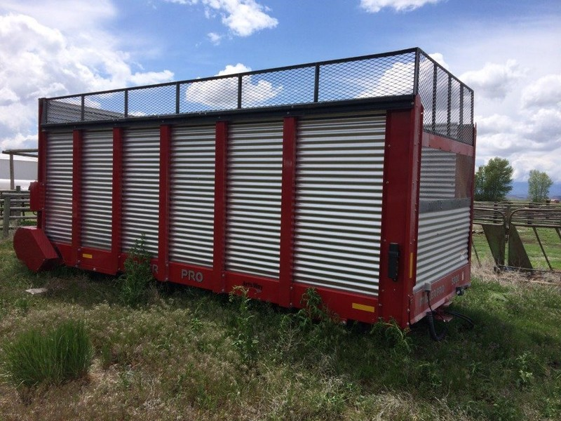 2014 Miller Pro 5300 Forage Wagon