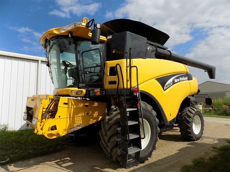 2004 New Holland CR960 Combine