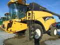 2004 New Holland CR940 Combine