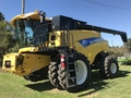 2011 New Holland CR9065 Combine