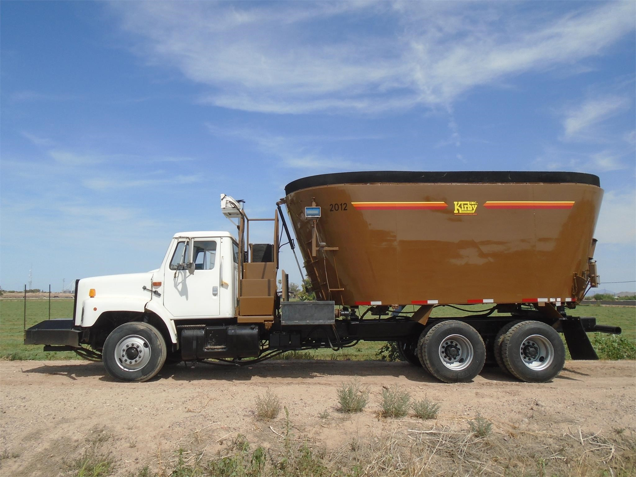 2002 International 2674 Grinders and Mixer
