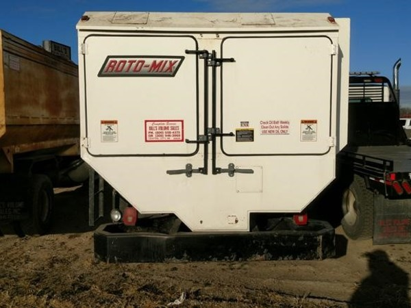 2005 Roto Mix 620-16 Grinders and Mixer
