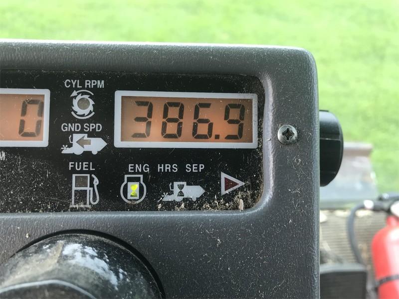 2001 Gleaner R62 Combine
