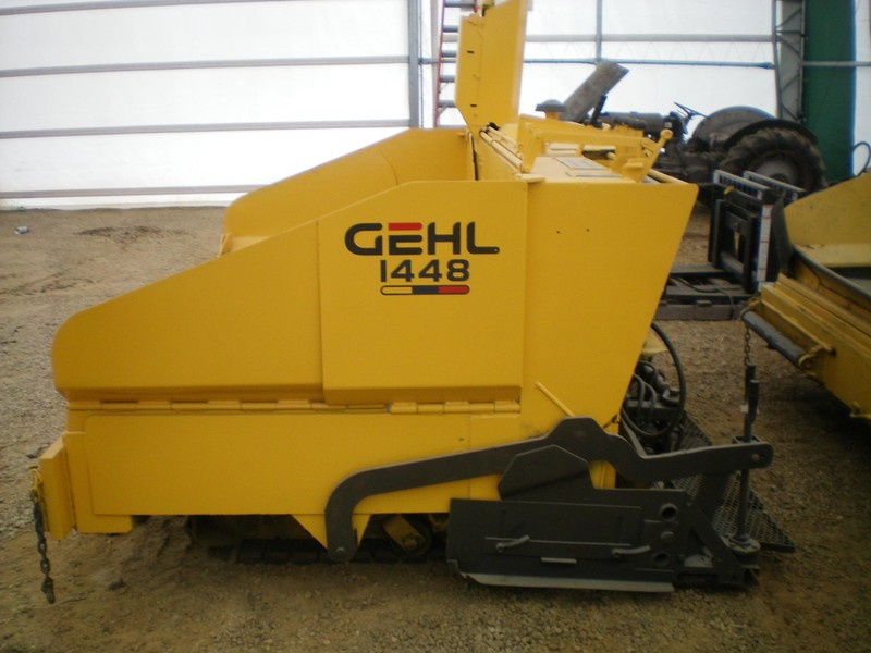 2007 Gehl 1448 Compacting and Paving