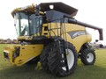 2003 New Holland CR970 Combine