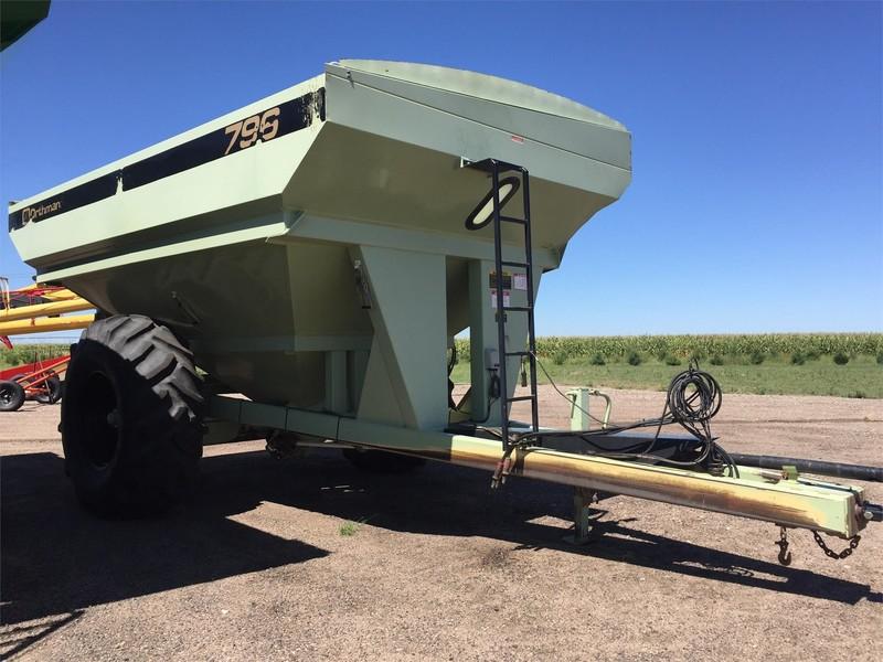 1997 Orthman 796 Grain Cart