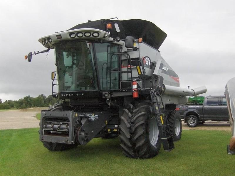 2012 Gleaner S67 Combine