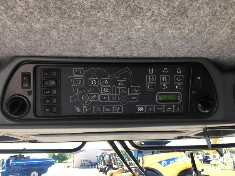 2007 Gleaner R65 Combine