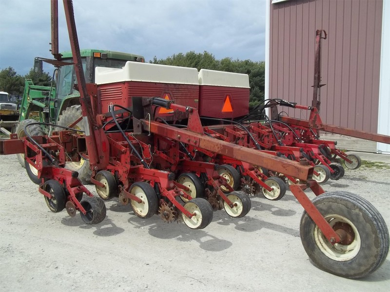 Used International Harvester 800 Cyclo Air Planters For Sale