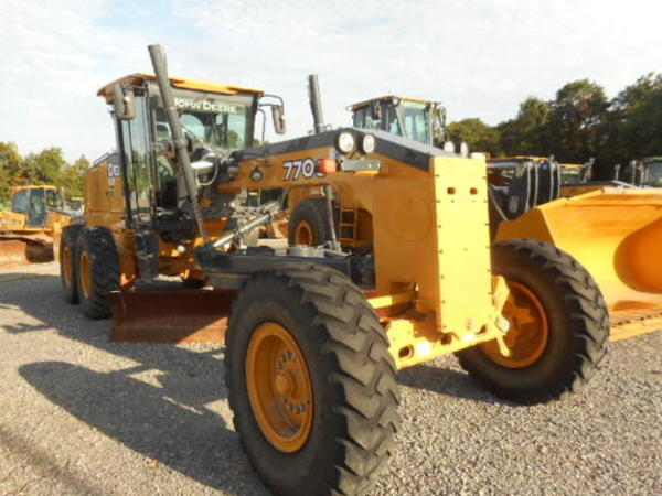2012 Deere 770G Compacting and Paving