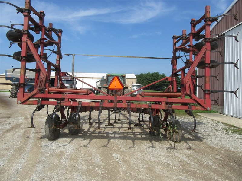 International 4700 Field Cultivator