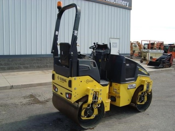2017 Bomag BW120SL-5 Compacting and Paving
