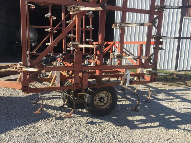 Wil-Rich 13FCW Field Cultivator