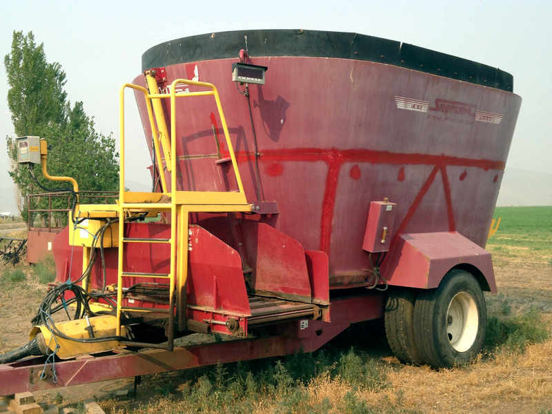 2009 Supreme International 900T Grinders and Mixer