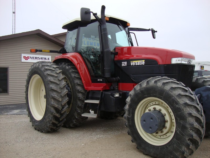 2005 Buhler Versatile 2210 Tractor