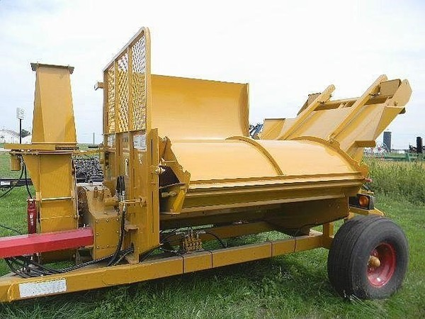 2018 Haybuster 2564 Grinders and Mixer