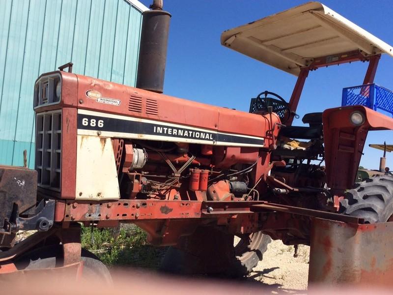 International Harvester 686 Tractor