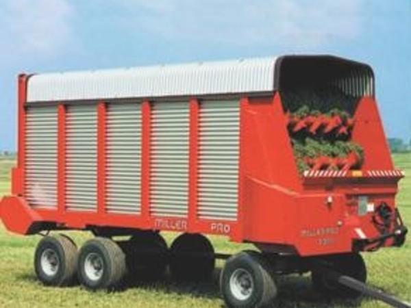 2018 Miller Pro 5300 Forage Wagon