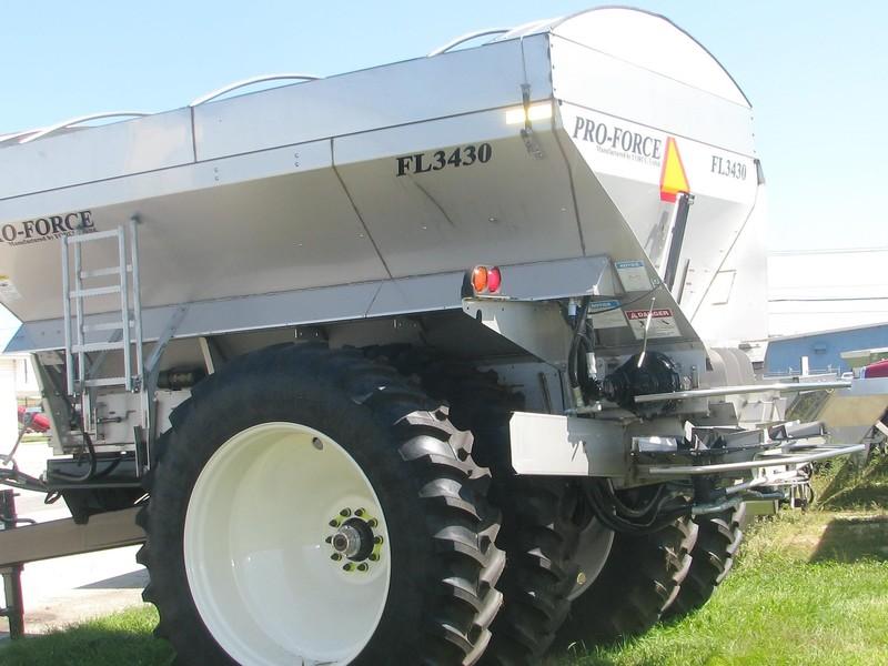 Force Unlimited PRO-FORCE FL3430 Pull-Type Fertilizer Spreader