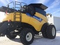 2013 New Holland CR8090 Combine